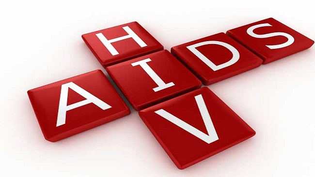 80,000 children in Cameroon are living with  HIV / AIDS