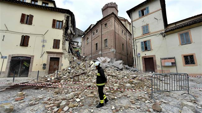 Another earthquake hits Italy, causing the collapse of buildings