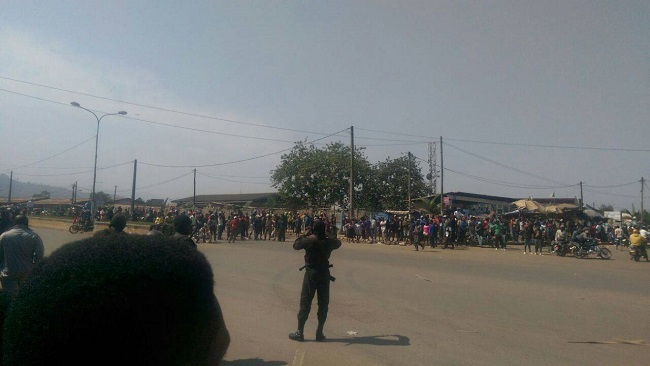 Bamenda: Soldiers storm Commercial Avenue as angry protest greets Yang Philemon and his gang
