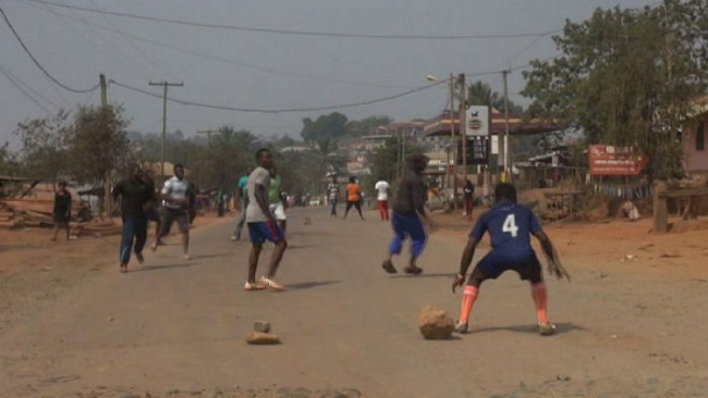 Ghost Town: Ntarikon Youths organize football match on a major road in Bamenda