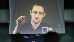 American intelligence claims Russia may hand over Snowden to US as gift