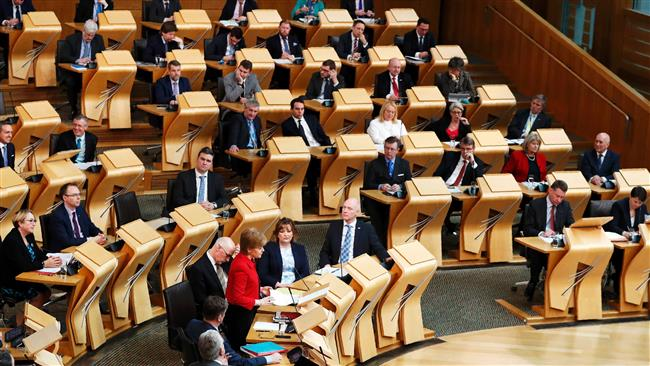 Scottish Parliament defies UK and backs independence referendum