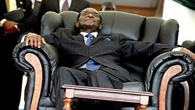 Zimbabwe: Robert Mugabe receives a massage chair as birthday gift from his cabinet ministers