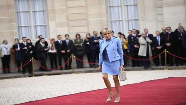 French inauguration: Brigitte Macron arrived alone at Elysée because François Hollande, the outgoing president is single