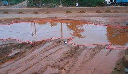 Yaounde: Large hole on the Olembe axis brings headache to hundreds of drivers