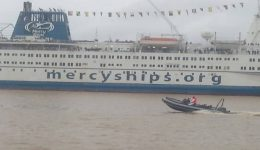 Africa Mercy Ship sails to La Republique