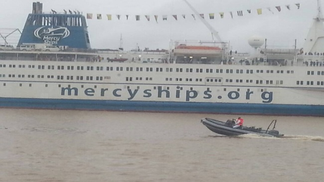 Africa Mercy Ship sails to La Republique