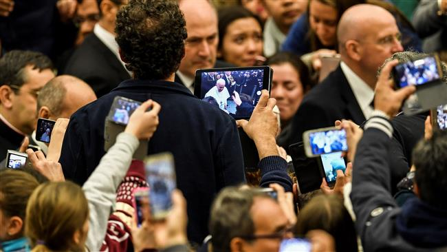 "Pope Francis says ""lift up our hearts doesn't mean lift up our mobile phones to take photographs"""