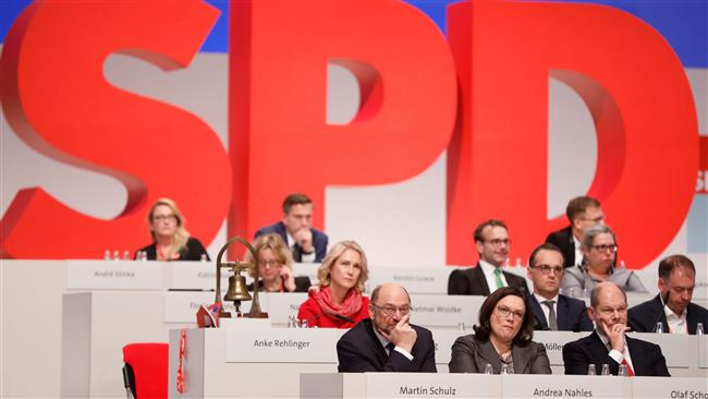 Bundes: SPD mulls 'grand coalition' with Merkel to offset crisis