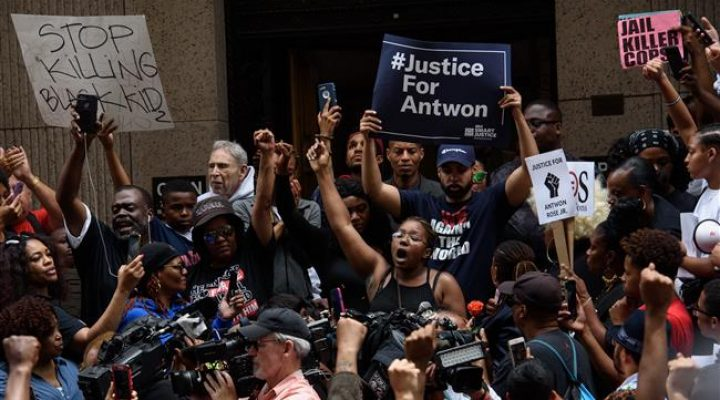 US: Second day of protests after unarmed black teenager killed by police