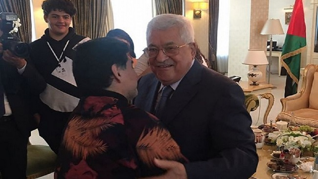 "Diego Maradona meets Mahmoud Abbas, Says ""I am Palestinian in my heart"""