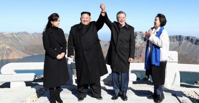 Presidents of the two Koreas cap summit with trek up Mount Paektu