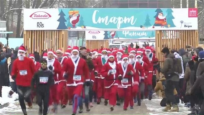 Moscow: Two thousand Santas run for charity