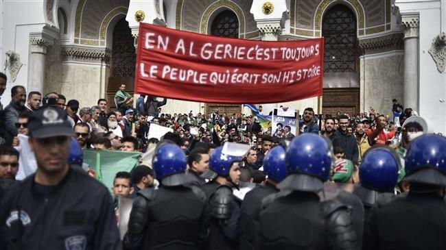 Algeria: Protesters reject interim president