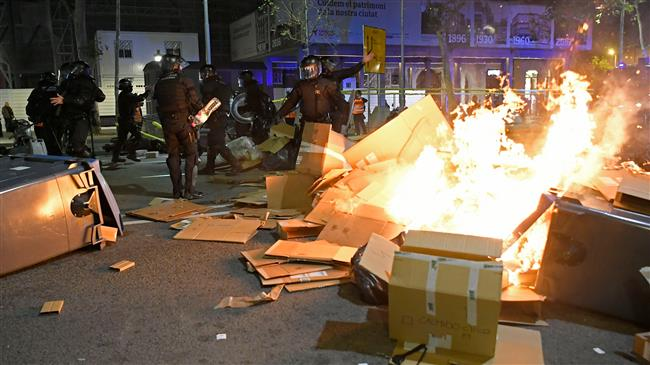Spain: Clashes in Barcelona after 350,000 rally in peaceful protest