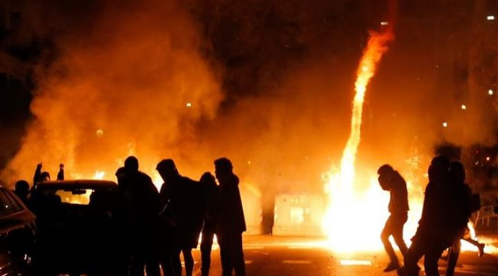 Spain-Catalan Secession Crisis: Protesters set fires on Barcelona streets