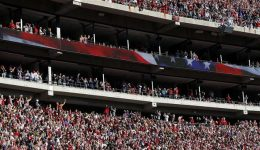 US: President Trump receives warm welcome at Alabama football game