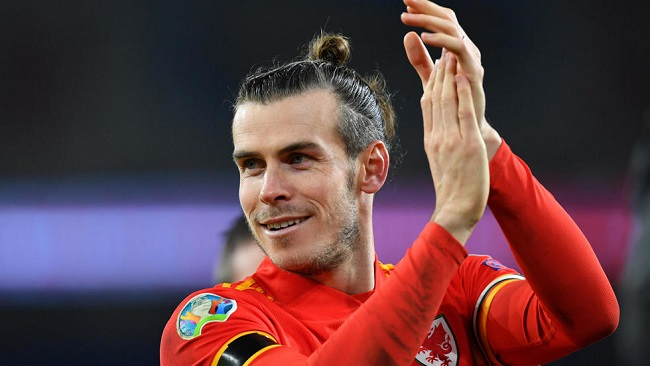 Zinedine Zidane urges fans to back under-fire Bale