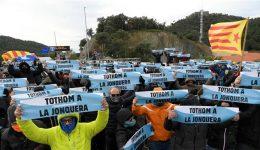 Catalan separatists block Spain-France highway