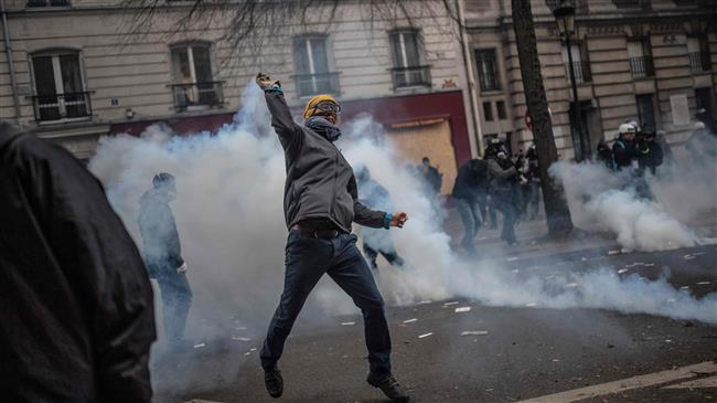 France awaiting fresh turmoil as unions extend general strike for third day
