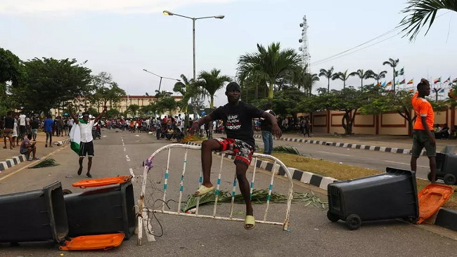 Nigeria police 'kill' protesters in Lagos after curfew imposed