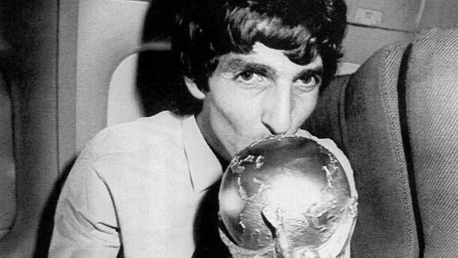 Paolo Rossi, Italy's legendary 1982 World Cup-winning footballer, dies aged 64
