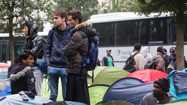 1,850 refugees evacuated from Paris