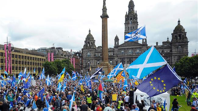 7000 Scots stage anti-Brexit march