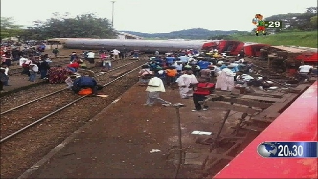 Thousands pay hommage to Eseka train victims