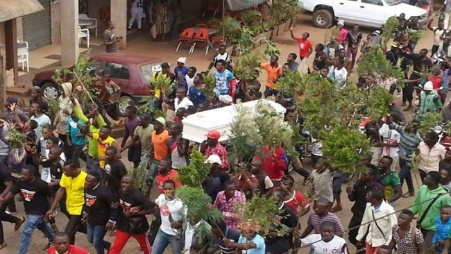 Bamenda: As pressure mounts on Biya, Francophone troops deployed, trade unions hold meeting with Arch Bishop Esua and the Moderator of the PCC