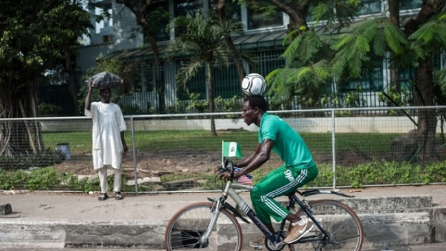 Nigeria: Footballer makes history by riding a distance of 103 km with a ball on his head