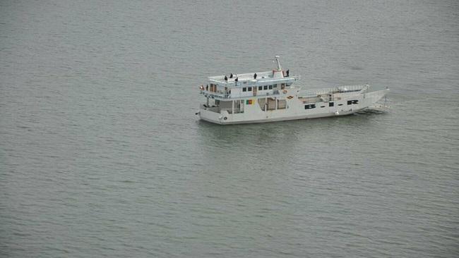 Cameroon deep sea divers find bodies in hold of sunken BIR boat