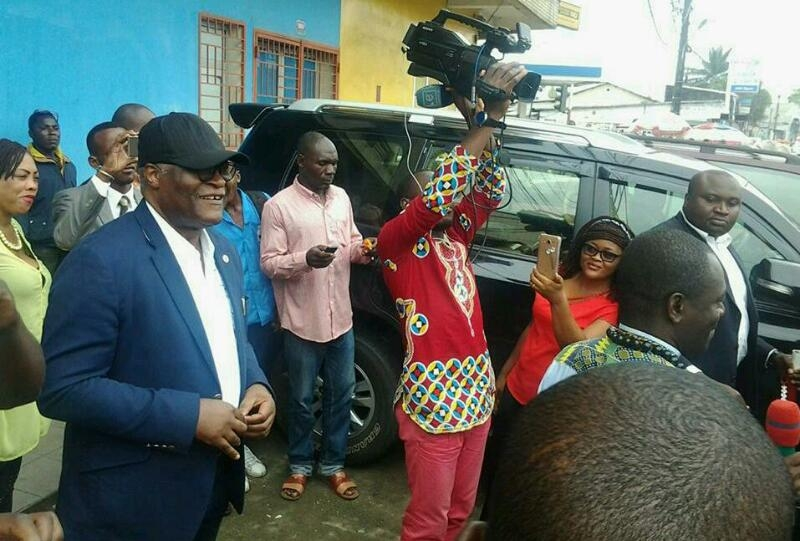 """Akere Muna tells adoring crowd in Douala """"This country belongs to us all"""""""