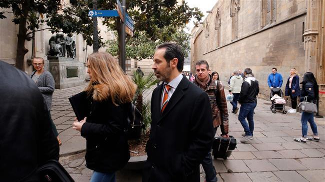 Spanish police raid Catalan govt. premises, arrest regional official
