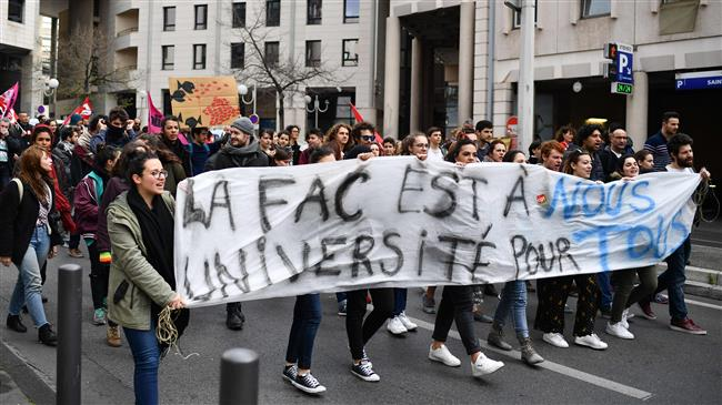 Students add to pressure on Macron amid rail strikes