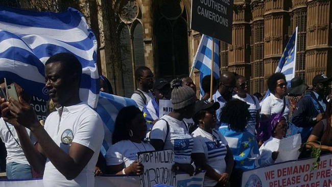 Southern Cameroons Crisis: Queen's Commonwealth service chaos as Ambazonia protesters storm security moments before arrival