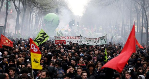 France: Paris police fight off protesters in railway rally clashes