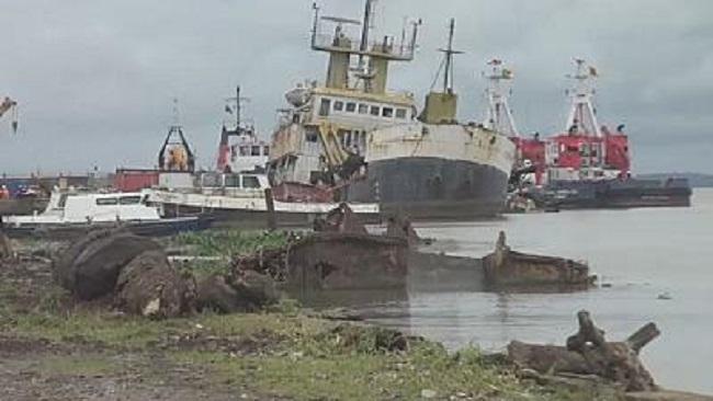 Biya regime begins operations to clear boat wrecks off Douala port