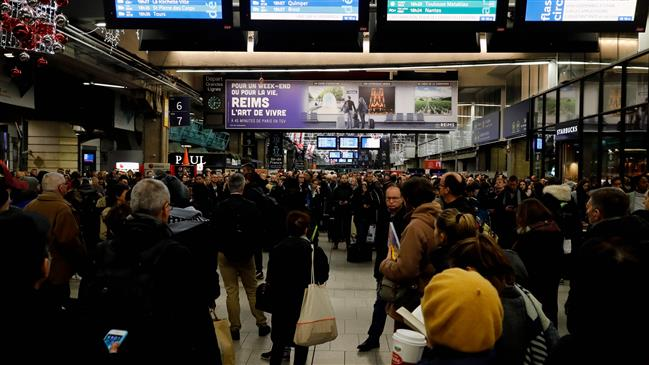 Nationwide strike to paralyze France in Macron showdown with unions