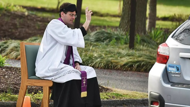 With churches closing, US priest offers drive-thru confessions