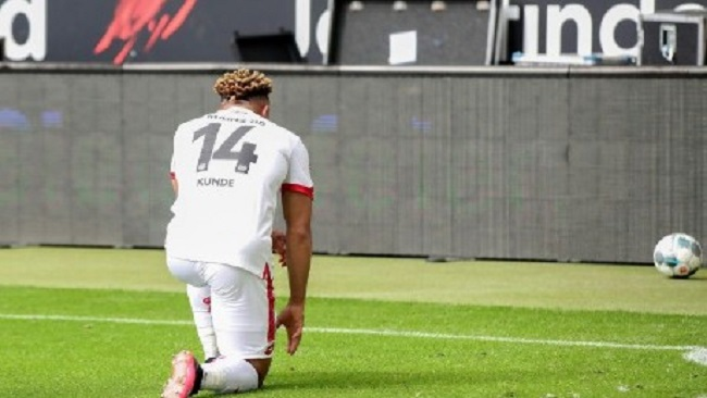 Mainz's Cameroonian midfielder Kunde Malong takes knee to pay tribute to George Floyd