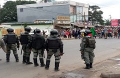 Biya's continued stay in power: Repression of protests and attacks against the media must be investigated