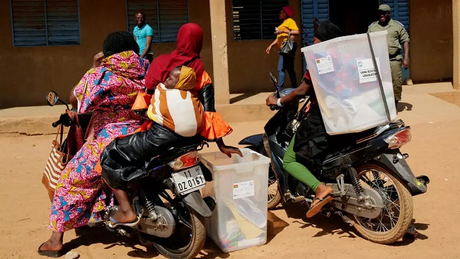 Niger: Voters head to polls to usher in first democratic transition