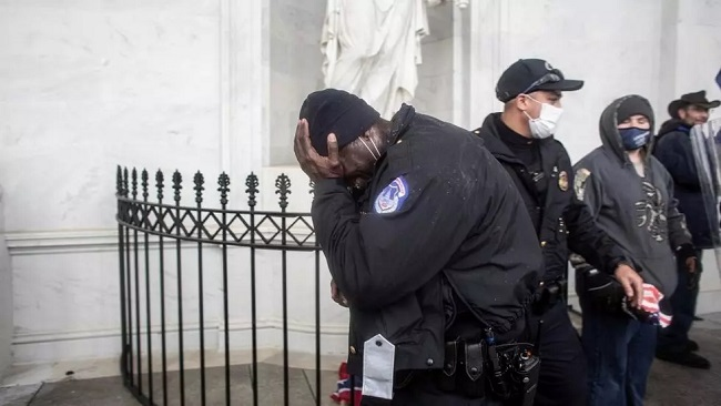 US: Capitol police officer dies of wounds after clashes with Trump mob