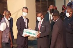 200,000-dose donation of Chinese-made jab arrives Yaoundé