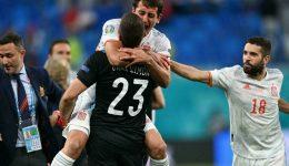 Football: Simon saves lift Spain past Swiss on penalties to reach semi-finals